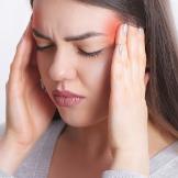 Başı ağrıyan bir bayan